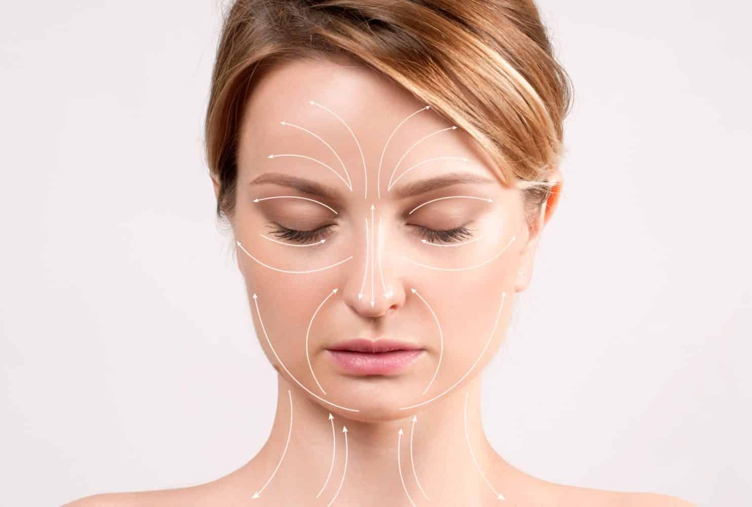 сделать лицо моложе поможет массаж