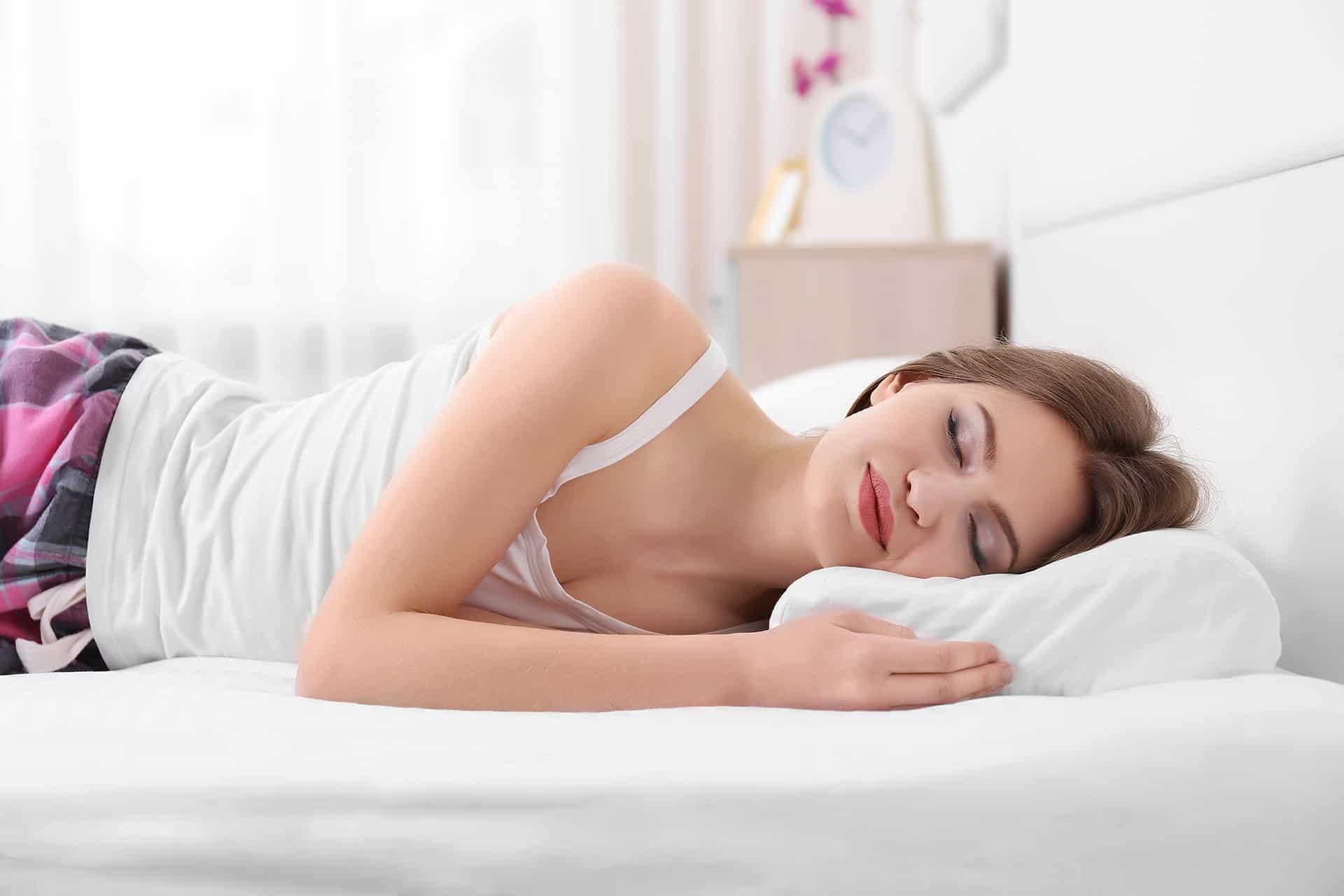 кроме упражнений для сохранения осанки нужно правильно спать