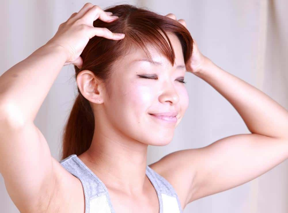 Массаж кожи головы от выпадения волос
