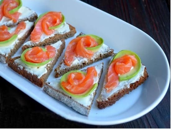 бутерброды с лососем отличный белковый завтрак для похудения