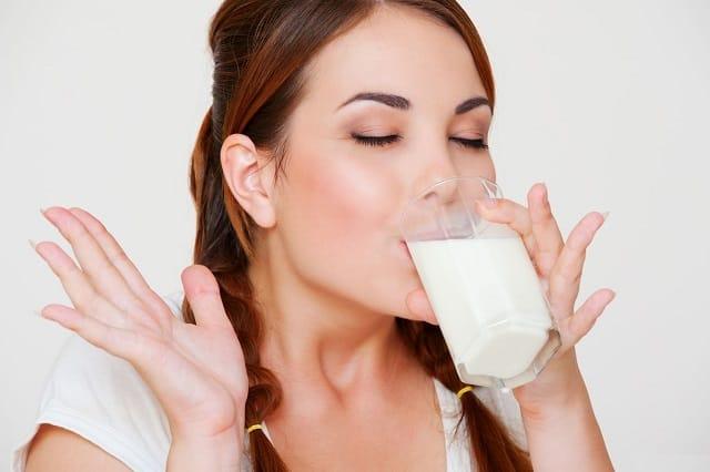Польза и вред молока на ночь