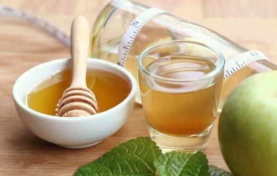 Мед с водой и уксусом помогает бороться с ожирением, запорами, отравлением, изжогой, повышенным холестерином, угрями