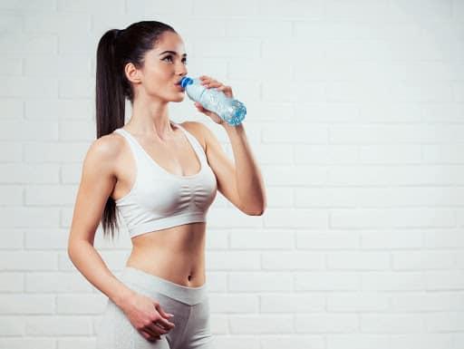 Стакан воды утром натощак помогает похудеть