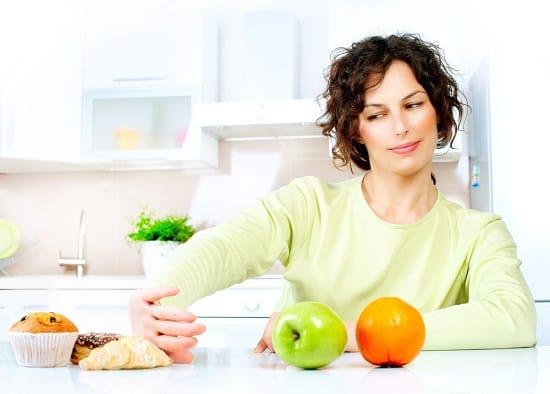 чтобы замедлить проявление признаков старения, нужно отказаться от продуктов: соли, сахара, мучных продуктов, транс жиров, жареного и копченого