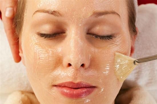 • Отбеливающая маска из желатина с медом