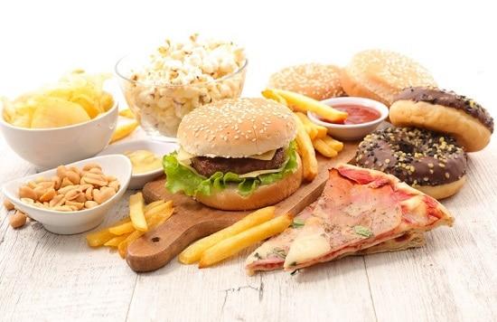 Интуитивное питание не запрещает вредные продукты