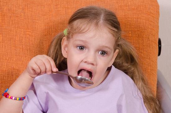 спрей прополиса для горла детям до трех лет запрещен, им нужно давать прополисный мед