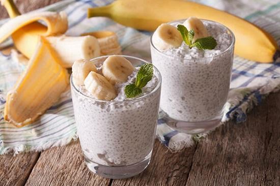 кокосово-банановый смузи с семенами чиа