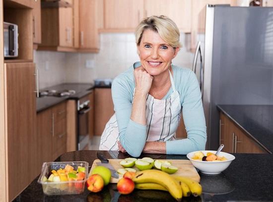 Бананы: польза и вред для организма женщины после 50 лет
