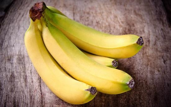 самые полезные фрукты и овощи: банан