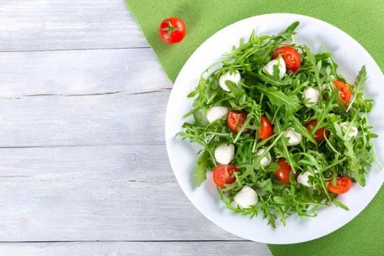 Салат с рукколой и моцареллой: рецепт